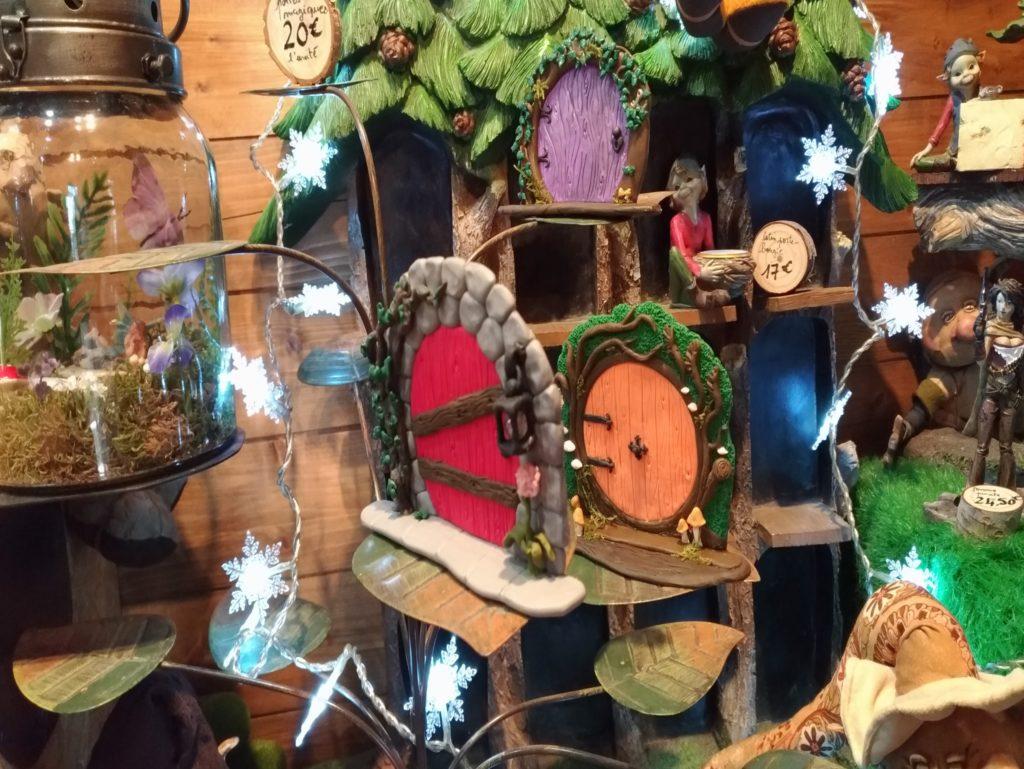 Portes et lanternes magiques à la boutique du parc Fantassia