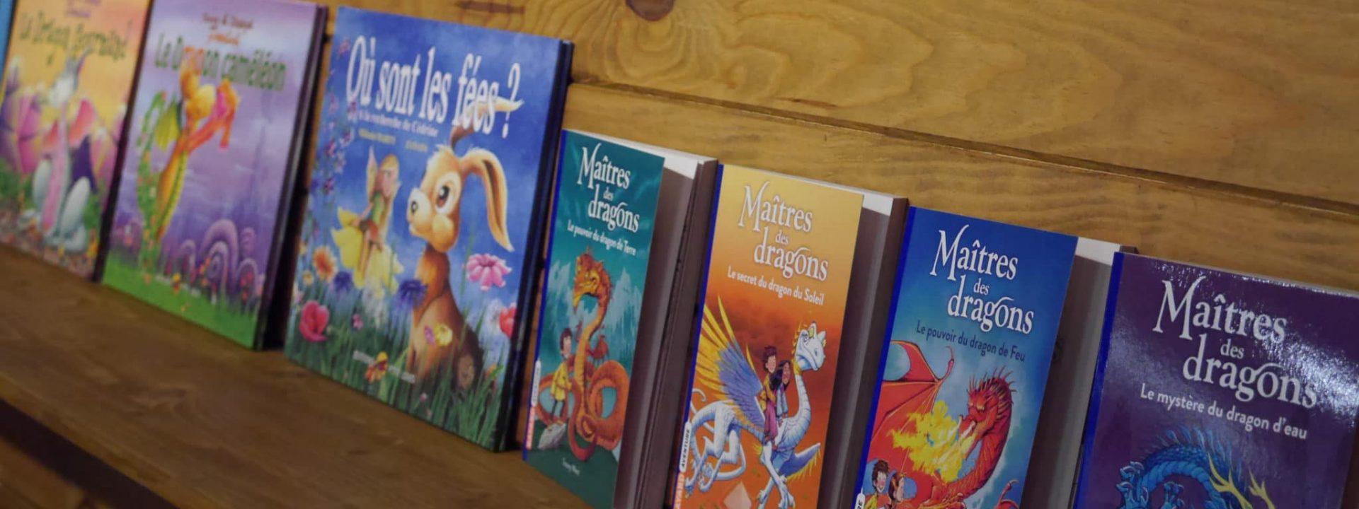 Livres sur la thématique féerique, boutique du parc Fantassia